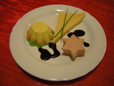 Geflügelstern                         mit Gemüsetörtchen                           und Polenta